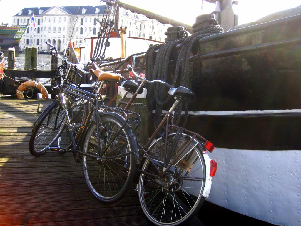 houseboatbikes